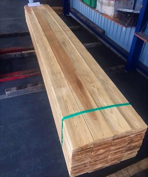輸送品:木材(巾木)4m